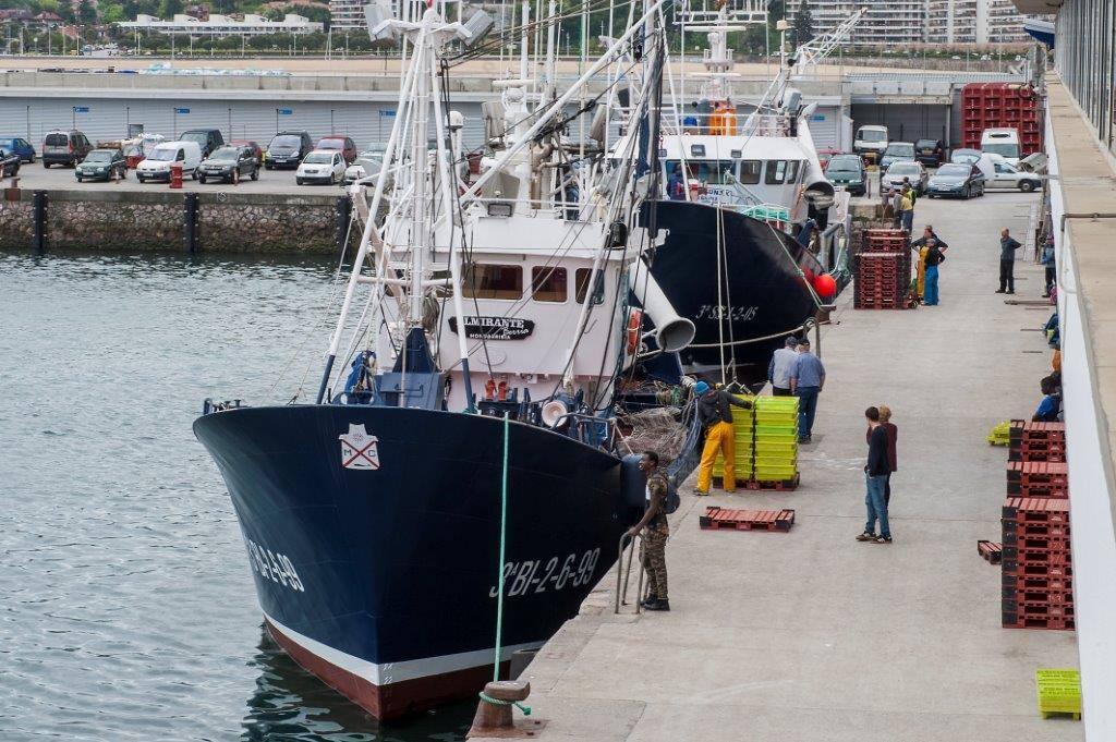 Vissersboot in de haven van Ondarroa