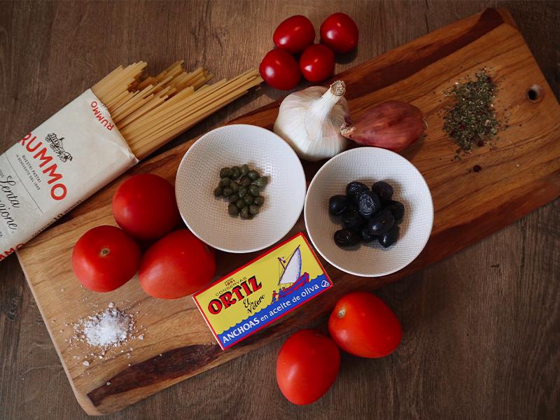 Ansjovisfiléts van Ortiz met ingrediënten voor pasta